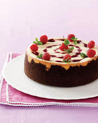 white-chocolate-raspberry-heart-cheesecake_slideshow_image